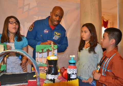 Astronaut and former NASA associate administrator for education Leland Melvin speaks to Science Fair participants Casandra Dauz, Jaleena Rolon, and Jose Valdez II. Credit: Randy Showstack