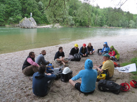 University of Munich class discusses flood issues at the Isar River. Credit: Anke Friedrich