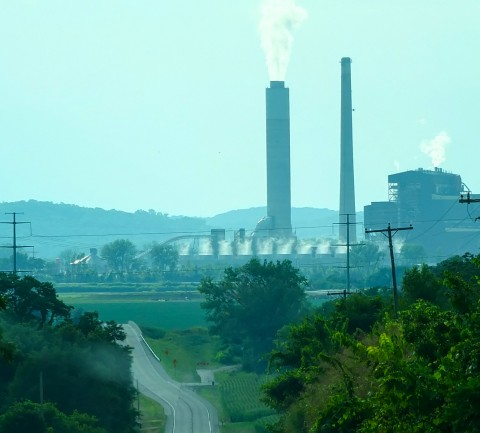 Coal-fired power plants in Latan, Mo. Credit: Thiophene_Guy, CC BY-NC-SA 2.0