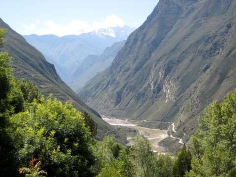 Deep gorges of Tibet's Dadu River. Credit: rduta [https://www.flickr.com/photos/rduta/3152384089], CC BY 2.0 [https://creativecommons.org/licenses/by/2.0/legalcode]