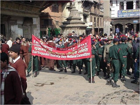 The annual National Earthquake Safety Day in Nepal is held each year on 15 January to mark the anniversary of the 1934 M8.0 Bihar earthquake. The photo shows the start of a march in Kathmandu to mark the day in 1999. Credit: Brian Tucker, GHI