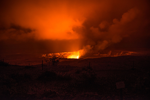 Night view of Kīlauea'sHalema'uma'u crater in Hawai'i Volcanoes National Park