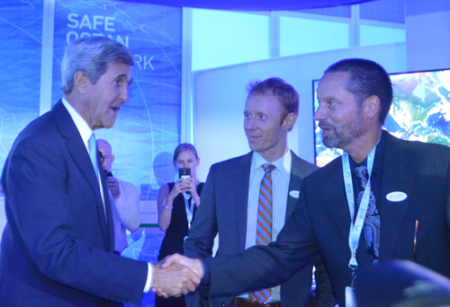 John Kerry shakes hands with John Amos at the Global Fishing Watch exhibit area at the Our Ocean Conference.