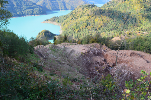 The head scarp of the active Khoko landslide faces the Enguri water reservoir.