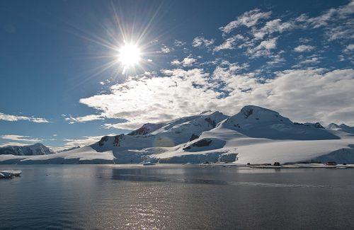 Sunshine over the Antarctic Peninsula. Just how warm can Antarctica get?