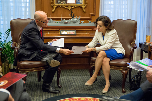NSF director Córdova confers with Florida Governor Rick Scott and Florida State University administrators.