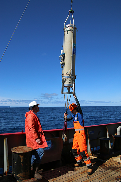 Scientists examine how slow-sinking particles carry marine carbon