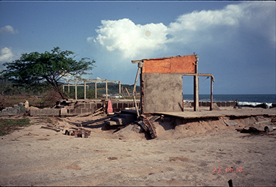 A lone wall stands on a foundation in Popoyo 3 weeks after the 1 September 1992 tsunami.