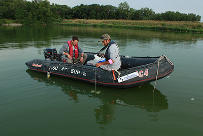 Researchers sampling Iowa water quality