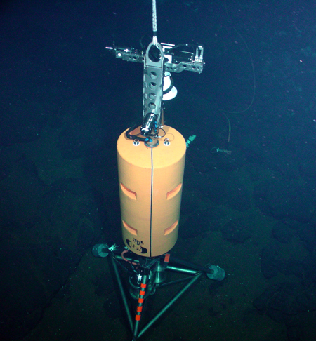 COVIS deployed at the Grotto vent cluster on the Juan de Fuca Ridge.