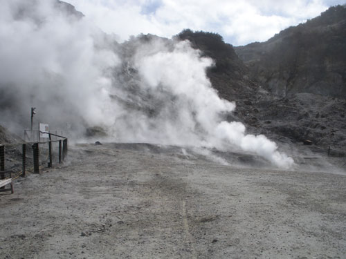 Researchers map a magma reservoir beneath Italy's Solfatara crater