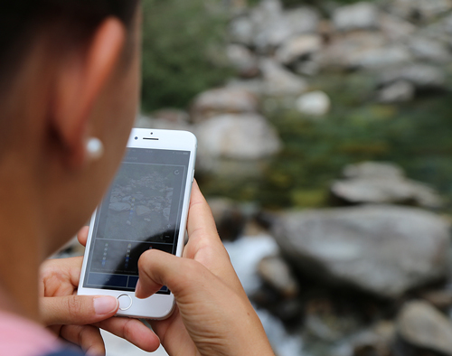CrowdWater users can compare stream levels among several photos without the need for physical installations or sensors.