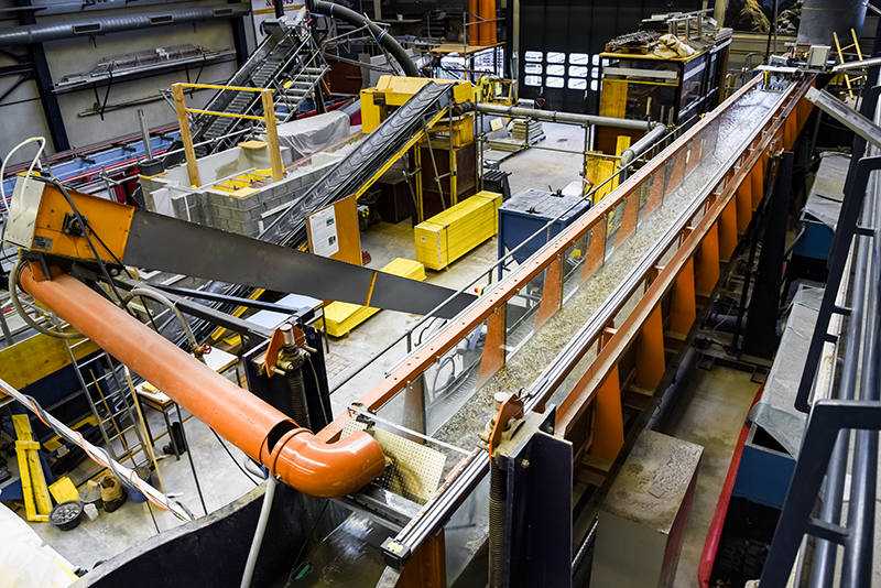 A long-term flume experiment offers clues about the mechanisms behind sediment pulses in streams