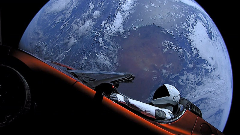 """Spaceman"" flying a Tesla Roadster toward Mars"