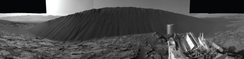 Curiosity rover explores the Bagnold Dunes in Gale Crater, Mars