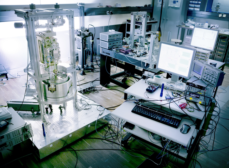 The new definition of the kilogram lends itself to measurements using a Kibble balance and an absolute gravimeter.