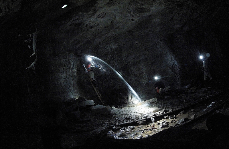 Ancient waters with life-sustaining chemicals found in the world's oldest rocks in Witwatersrand Basin in South Africa