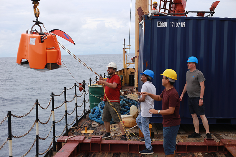 The scientific team deploys an ocean bottom seismometer (OBS) from the deck of ocean research vessel (ORV) <em>Sagar Kanya.</em>