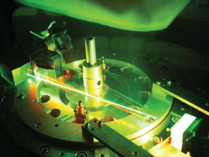 Instrument with green and red laser beams