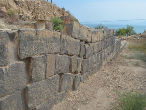 An ancient Roman wall's masonry blocks are warped.