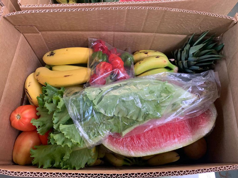 Food boxes with local produce feed Tetuán inhabitants and provide income to farmers during the pandemic.