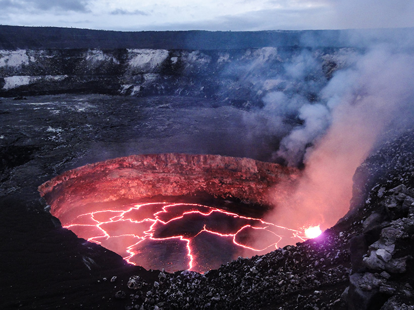 Volcanic Tremor and Deformation at Kīlauea