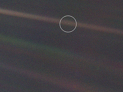 Image of Earth taken by the Voyager 1 spacecraft from a distance of more than 6.4 billion kilometers. Earth is a tiny dot in the dark frame.